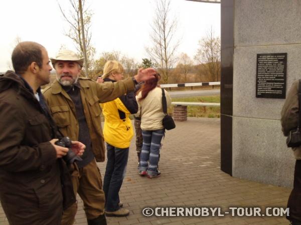 Новый памятник ликвидаторам при въезде в Иванков