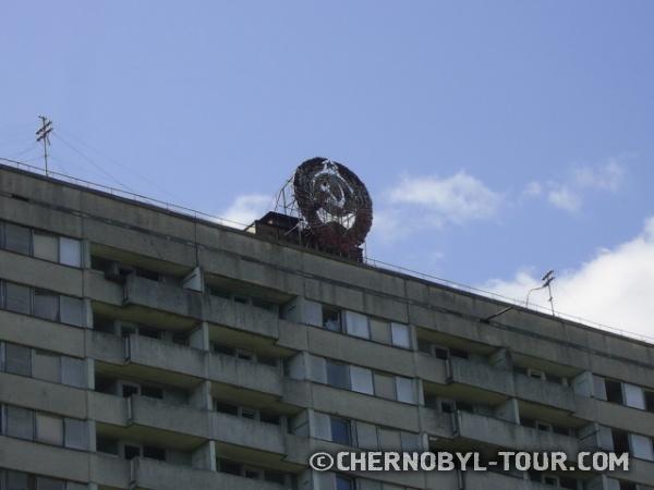16ти этажка в Припяти с гербом СССР