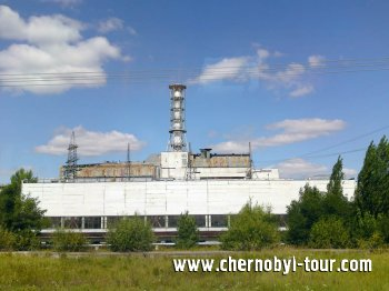 Чернобыльская атомная электростанция, вид со стороны машинного зала
