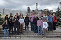 Група туристів біля Саркофагу
